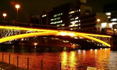 ライトアップされた橋2
