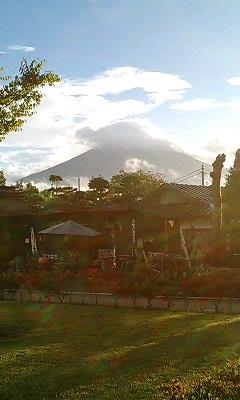 忍野八海から富士山を臨む